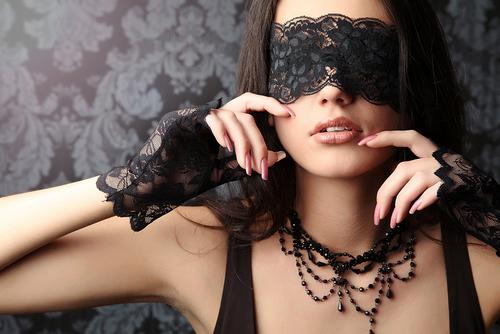 Donna che realizza una sua fantasia erotica